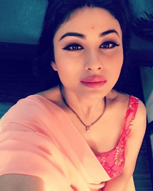 'Naagin' Mouni Roy Prepared To Stun You With Her Beauty
