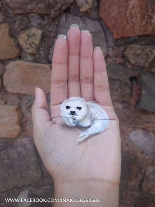 Artist Creates Amazing 3D Illustrations On The Palm Of Her Hand