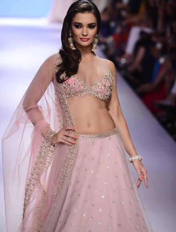 Amy Jackson Opened The Fashion Show For Designer Anushree Reddy