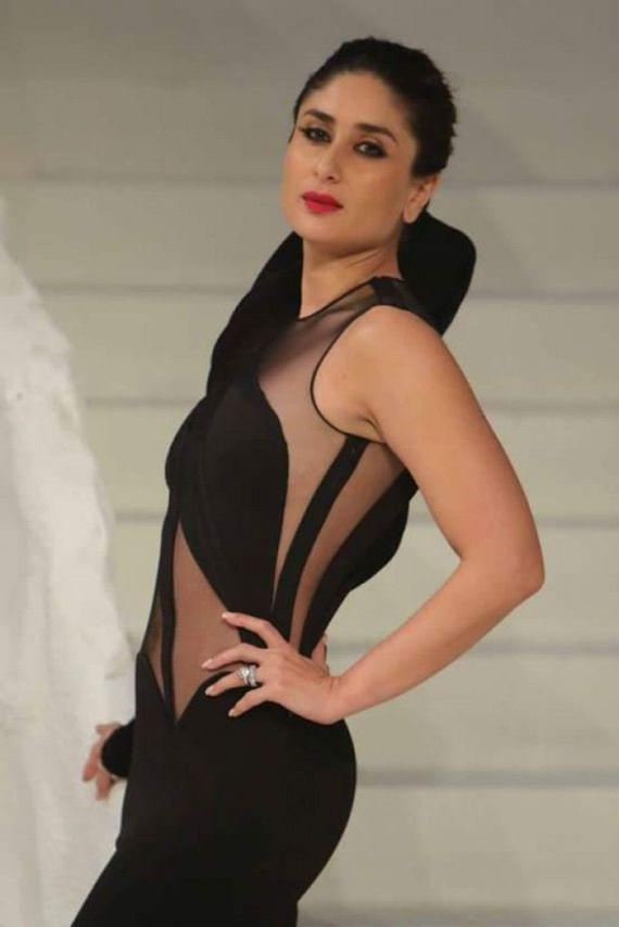 Showstopper Kareena Kapoor At Lakme Fashion Week